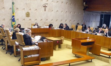 Senadores pedem o impeachment de ministros do STF
